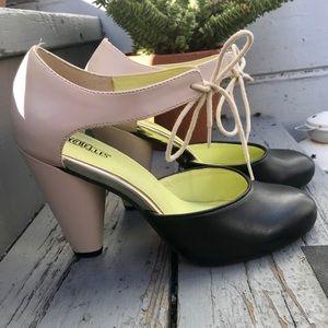 Seychelles size 7 black & white heels